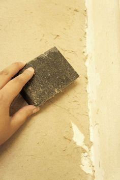 How to Easily Remove Wallpaper {DIY Tutorial}