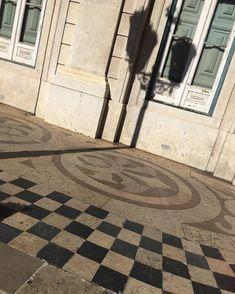 """BUMPER Lisboa on Instagram: """"Nous recherchons les plus beaux sols extérieurs à motif! 🔳 ••• We are always in search of the most beautiful exterior floor patterns. 🔲…"""" We, Floors, Contemporary, Beautiful, Instagram, Home Decor, Pattern, Knots, Home Tiles"""