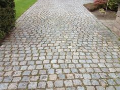 pictures of cobblestone driveways - Google Search Cobblestone Driveway, Brick Driveway, Stone Farms, Traditional Landscape, Old World Charm, Pavement, Driveways, Outdoor Decor, Courtyards