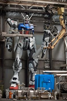 GUNDAM GUY: PG 1/60 Zeta Gundam + Strike Gundam - Assembly Plant Diorama Build