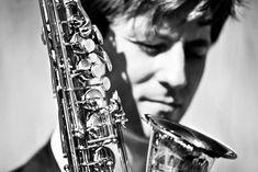 Live Saxofon in Verbindung mit erstklassig produzierten Backing Tracks schaffen einen exklusiven und abwechslungsreichen Hörgenuss. Bei Business Events und privaten Festen. Saxophone Music, Events, Live, Party
