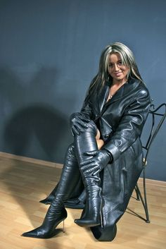 BootLadyWife deactivated — Yes Long Leather Coat, High Leather Boots, Black Leather Gloves, Pvc Fashion, Leather Fashion, Trent Coat, Cuerpo Sexy, Leder Outfits, Thigh High Boots Heels