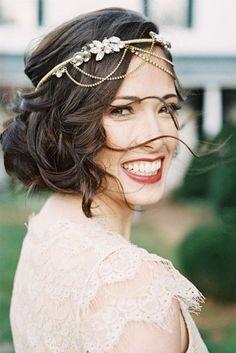 Brillant, élégant, végétal : accessoirisez votre coiffure de mariée avec des bijoux de cheveux. [Photos]