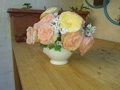 Centrotavola rose in pasta di mais