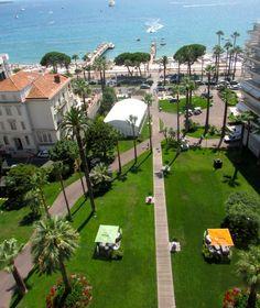 Le Grand Hôtel est le seul hôtel de la Cannes disposant de jardins privés s'ouvrant directement sur la Croisette.