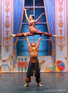 Arabian variation from the Nutcracker ballet Ballet Moves, Ballet Dancers, Dance Photos, Dance Pictures, Nutcracker Costumes, La Bayadere, Ballet Performances, Russian Ballet, Ballet Beautiful