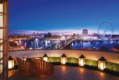 Reach for new heights with our list of London's Top 6 Rooftop Penthouse Hotel Suites. Take in London's magnificent city views out on your private terrace… Palais De Buckingham, Le Palais, Penthouse Suite, Luxury Penthouse, Penthouse London, Hotels And Resorts, Best Hotels, Hotels With Balconies, Hotel Fasano