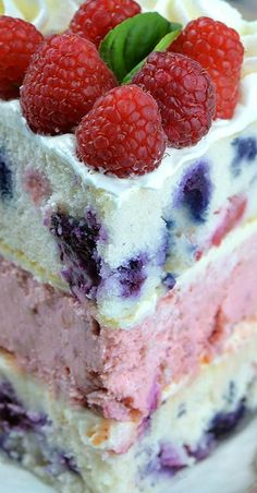 Raspberry Cheesecake Cake ~ Two tender layers of white cake dotted with juicy raspberries and blueberries and raspberry cheesecake sandwiched in the middle. Raspberry Cake, Blueberry Cake, Raspberry Cheesecake, Summer Desserts, Sweet Desserts, Delicious Desserts, Mini Desserts, Yummy Food, How To Make Cheesecake