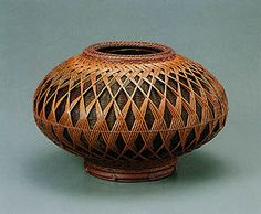 Flower basket with diamond design.    HAYAKAWA Syokosai