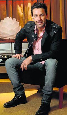Mariano Martinez : super craquant même tout habillé Mariano Martinez, Jeans, Cinema, Punk, Actors, Music, Instagram, Style, Fashion
