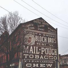 Ghost Signs: o outro tipo de propaganda fantasma Vintage Typography, Typography Letters, Advertising Signs, Vintage Advertisements, Wayfinding Signage, Store Signage, Old Signs, Barn Signs, Building Signs