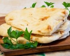 Naan indien : http://www.cuisineaz.com/recettes/naan-indien-13582.aspx