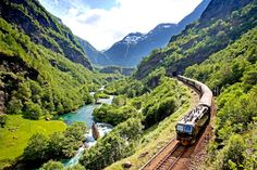 The Bergen Railway (called Bergensbanen) is the train between Oslo and Bergen. Travel comfortably by train and discover some of the most beautiful landscapes in Norway. The Bergen Railway from Oslo to… Lonely Planet, Rafting, Places To Travel, Places To See, Scenic Train Rides, Kristiansand, Voyage Europe, Train Journey, By Train