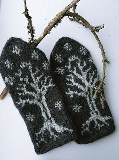Tree of Gondor Mitten Gloves, Knitted Hats, Geek Crafts, Yarn Crafts, Knitting Charts, Knitting Patterns, Knit Stranded, Knit Crochet, Tricot