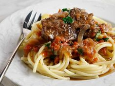Beef with Tomato Sauce and Pasta - Greece Is Greek Recipes, Wine Recipes, My Recipes, Favorite Recipes, Group Meals, Recipe Collection, Tomato Sauce, Cooking Time, Food Porn