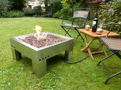 30 Most Creative DIY Backyard Fire Pit Designs You Need To Have - adkins news Diy Propane Fire Pit, Gas Fire Pit Table, Diy Fire Pit, Fire Pit Backyard, Fire Pit Designs, Family Garden, Gas Fires, Landscaping With Rocks, Back Gardens