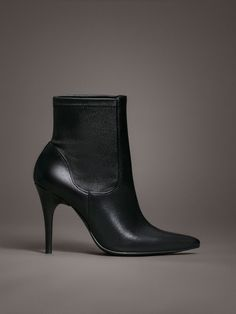 Ankle boots made from lambskin with stretch leg. Caprine lining and sole.  Leather sole with rubber-injected toe and leather lined heel. 9a5af0fda438