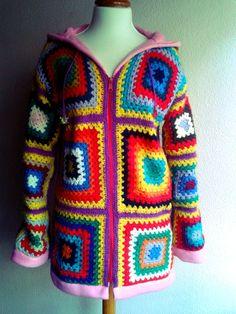 Abrigo de ganchillo hecho a mano por GriSetas en Etsy, €100.00...nice idea!