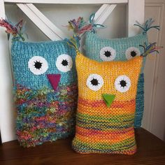 Knitted owls as cuddly toys. Ideal for knitting not only yarn residues, but also ., # owls # yarn residues Knitted owls as cuddly toys. Ideal for not only yarn residues, but also . Anoli Knalb anoliknalb haekeln Knitted owls as cudd Knitted Owl, Knitted Animals, Knit Crochet, Addi Knitting Machine, Free Knitting, Baby Knitting, Loom Knitting Projects, Knitting Designs, Crochet Projects