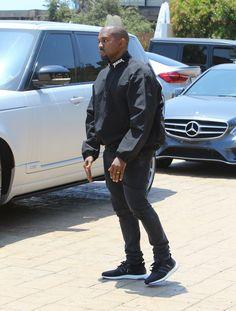 Kanye West Photos - Kim Kardashian and Kanye West Run into Chrissy Teigen and John Legend - Zimbio