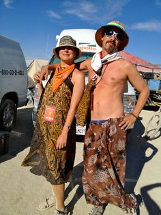 john-and-colleen-at-burning-man-2012.jpg (1536×2048)