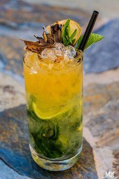 drink z bazylią Aperol Drinks, Alcoholic Drinks, Bar Drinks, Cocktail Drinks, Appetizer Recipes, Keto Recipes, Good Food, Yummy Food, Wonderful Recipe