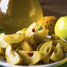 Nalewka z pigwy - rozgrzewająca rozkosz... Pear, Food And Drink, Potatoes, Fruit, Vegetables, Potato, Vegetable Recipes, Veggies, Bulb