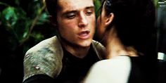 Katniss & Peeta Are Endgame, Okay? 11 Katniss & Peeta Quotes From 'The Hunger Games' That Prove They're Absolutely Meant To Be Together Hunger Games Memes, Hunger Games Fandom, Hunger Games Catching Fire, Hunger Games Trilogy, Katniss Y Peeta, Katniss Everdeen, Mockingjay, Josh Hutcherson, Playstation