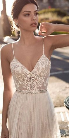 Anspruchsvolle gali karten brautkleider 2017 bestickte spitze 24 lace boho wedding dresses to inspire you dresses inspire wedding Bridal Dresses, Wedding Gowns, Prom Dresses, Formal Dresses, Wedding Bands, Wedding Cake, Wedding Dress Straps, Boho Beach Wedding Dress, Delicate Wedding Dress