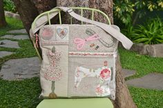 Patchwork Bags, Quilted Bag, Sewing Box, Love Sewing, Marie Suarez, Mini Quilts, Applique Quilts, Cotton Bag, Purses And Bags