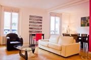 Comfortable two-bedroom Paris apartment for rent in the centre of the city