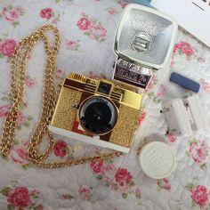26 melhores imagens de fotografia   Polaroid Camera, Te quiero e Bags dcfc97f671