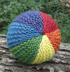 rectangle sewn into a ball, perfect for the first knitting project. Use art yarns from the art yarn chapter.