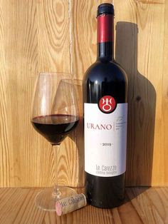 Veneto IGT. Uve di Cabernet Volos. Leggi recensione al link Red Wine, Iris, Alcoholic Drinks, Glass, Link, Drinkware, Corning Glass, Liquor Drinks, Alcoholic Beverages