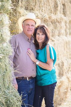 buckeye-farm-family-couple-portrait-photographer-barley-wheat-field004