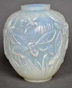 VERLYS ART DECO OPALESCENT MOLDED GLASS VASE