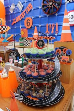 Ideas For Monster Truck Birthday Party Decorations Race Cars Hot Wheels Party, Hot Wheels Birthday, Race Car Birthday, Cars Birthday Parties, Festa Monster Truck, Monster Truck Birthday, Monster Trucks, Auto Party, Kids Party Decorations