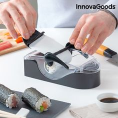 InnovaGoods InnovaGoods Sushi Maker Preparing sushi at home easily and professionaly is now possible with the handy and practical InnovaGoods Kitchen Foodies. Kitchenaid, Carne, Robot Thermomix, Sushi At Home, Sushi Maker, Drink Dispenser, Smart Kitchen, Household Items, Gourmet