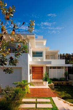 Manly beach house - contemporary - exterior - sydney - by Sanctum Design Villa, Amazing Architecture, Architecture Design, Sustainable Architecture, Porches, Foyers, Facade House, Building Design, Exterior Design