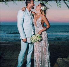 Veja todos os vestidos que passaram pelo casamento na praia da  blogueira fitness Gabriela Pugliesi