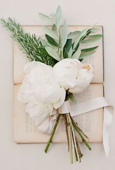 http://Brides.com: . Minimalist 'Maids. You need only two or three large blooms with a little bit of filler to create bridesmaids' bouquets that are minimalist cool — and 50 bucks cheaper apiece. — Kelly Revels, The Vine Garden Market, Saint Simons Island, GA