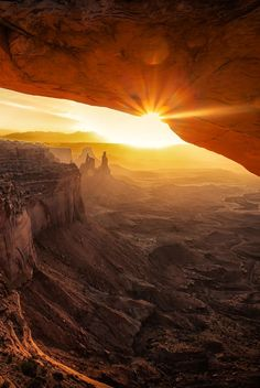 Daybreak in Canyonlands National Park, Utah | by Marc Perrella. ♥ Seguici su…