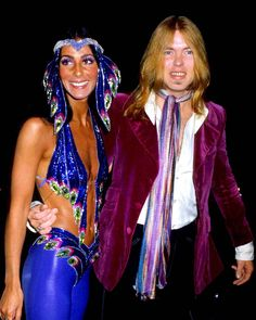 Gregg Allman And Cher Posing For Photo Picture Celebrity Print Disco Fashion, 70s Fashion, Cher Birthday, Mode Disco, Divas, Cher Bono, Eartha Kitt, Studio 54, Star Wars