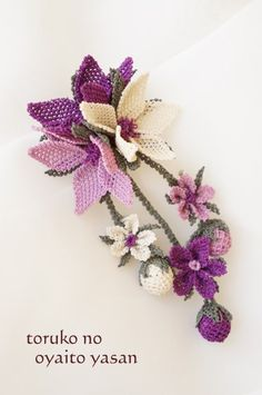This Pin was discovered by Zül Crochet Flower Patterns, Crochet Flowers, Crochet Lace, Embroidery Needles, Diy Embroidery, Seed Bead Art, Diy Recycling, Point Lace, Beaded Jewelry Patterns