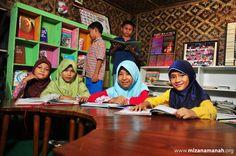 Perpustakaan yang didesain menarik dapat membuat anak betah berlama-lama di dalamnya.