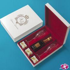 Lembrancinha para Padrinhos - Kit duplo de taças com Baby Chandon + espaço para bem-casados em caixa de MDF Personalizado. www.rosapittanga.com.br