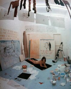 "8,234 Me gusta, 53 comentarios - Avant Arte (@avant.arte) en Instagram: ""Tracey Emin lived in a locked room in a gallery for fourteen days, with nothing but a lot of empty…"""