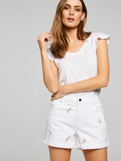 For up-to-the-minute looks that are fast, fresh and ever evolving. Casual Shorts, Denim Shorts, White Shorts, Fashion Dresses, Clothes For Women, Spring, Tops, Fashion Show Dresses, Outerwear Women
