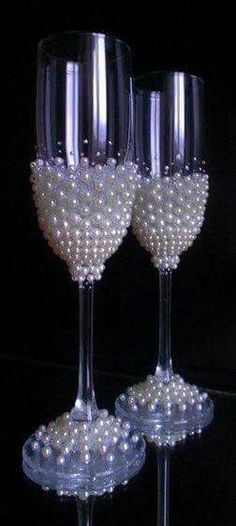 41 ideas party wine glasses champagne flutes for 2019 Wine Glass Crafts, Wine Bottle Crafts, Bottle Art, Diy Bottle, Bottle Painting, Glass Bottle, Decorated Wine Glasses, Painted Wine Glasses, Glitter Glasses