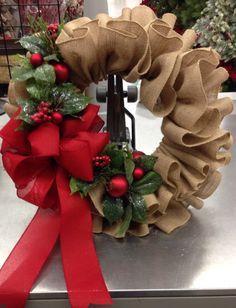 Burlap ruffle wreath, 2013 floral design by Tara Powers, Michaels of Midlothian Va. Más